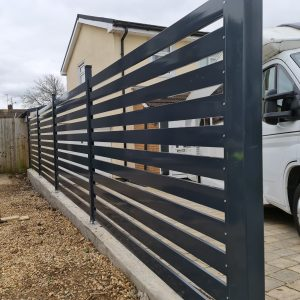 FENCE PANELS / P100 / METAL POSTS